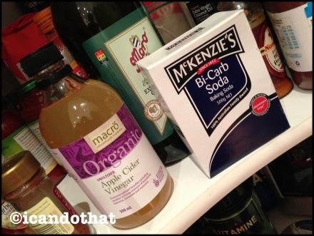 Baking soda and apple cider vinegar (AVC)